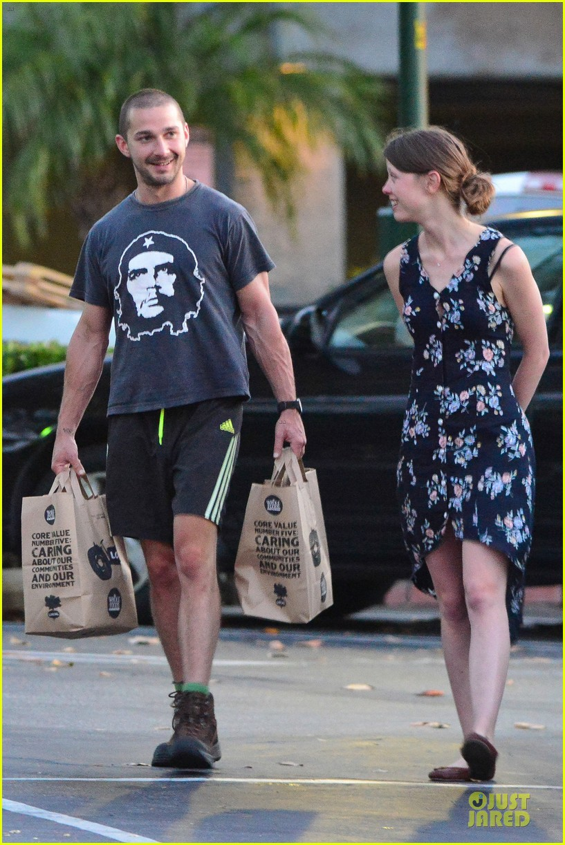 shia labeouf carries the groceries for mia goth 01