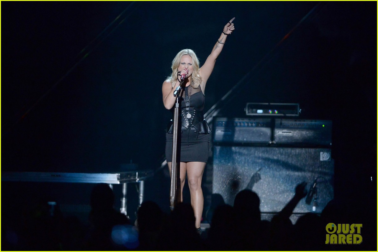 miranda lambert cmt music awards 2013 performance video 07