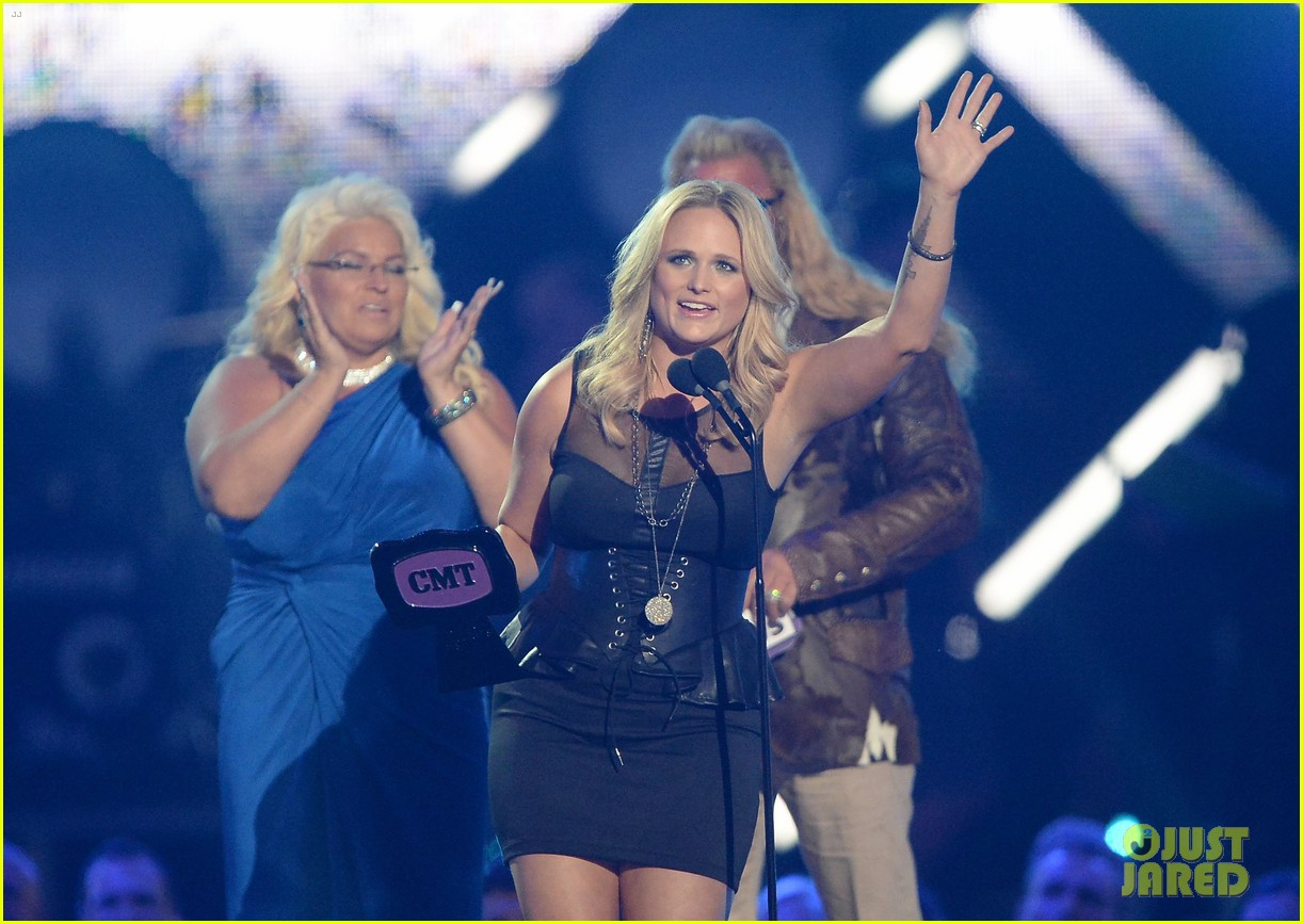 miranda lambert cmt music awards 2013 performance video 122885235