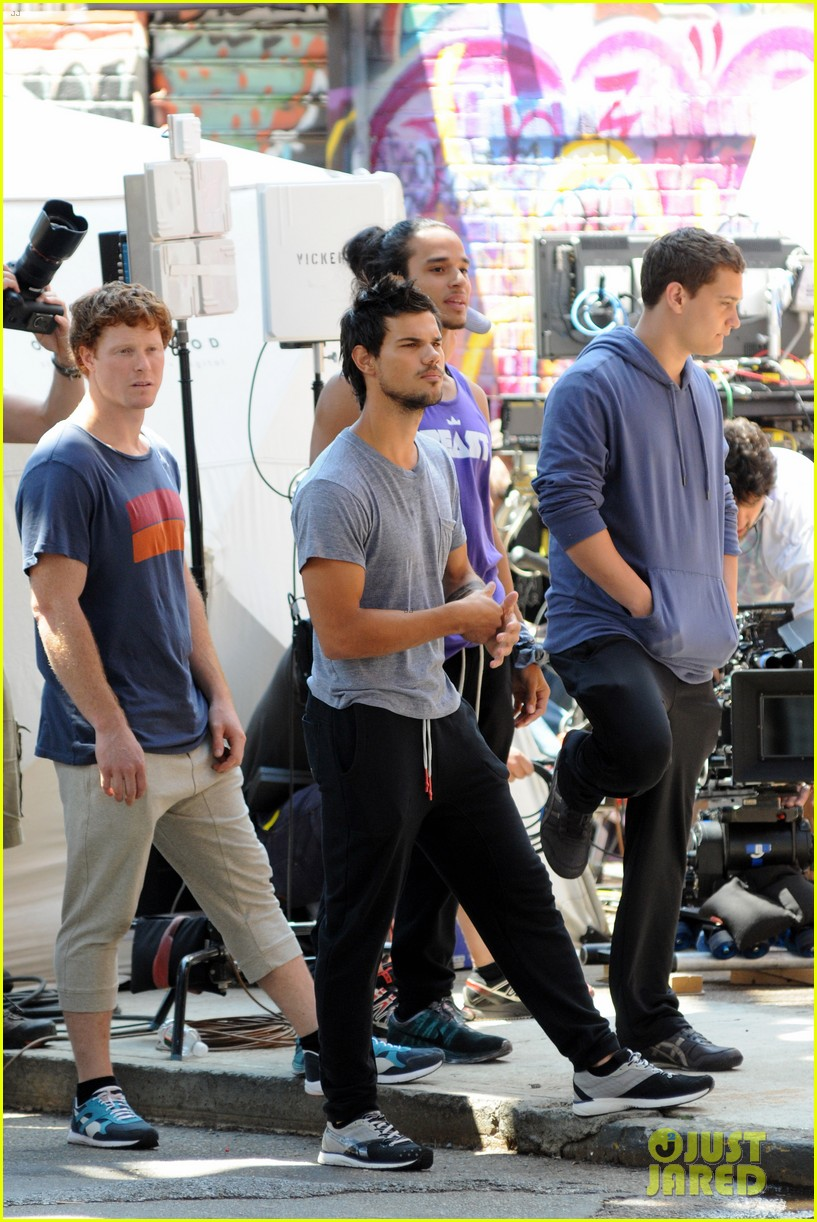 taylor lautner sweats it out for tracers in queens 072894466