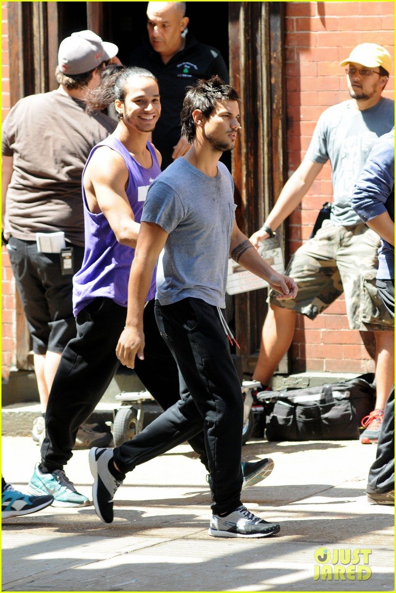 taylor lautner sweats it out for tracers in queens 092894468