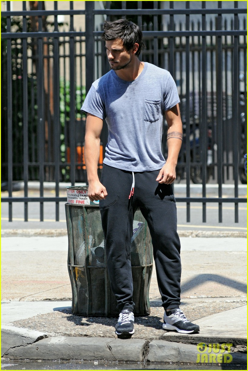 taylor lautner sweats it out for tracers in queens 11