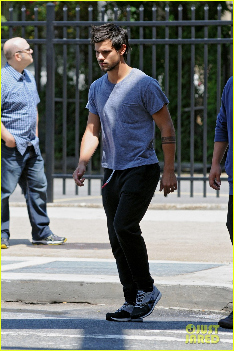 taylor lautner sweats it out for tracers in queens 132894472