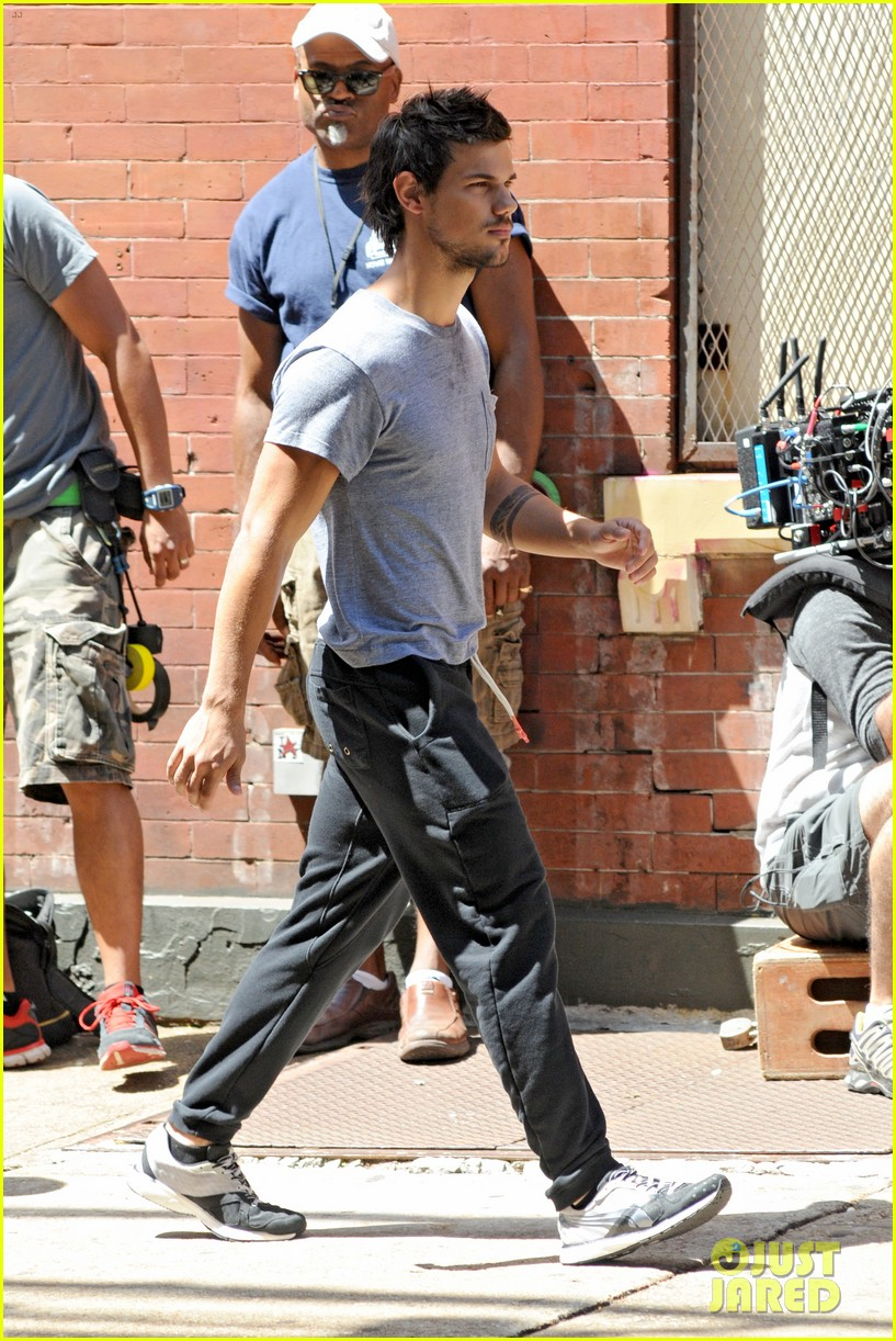 taylor lautner sweats it out for tracers in queens 142894473