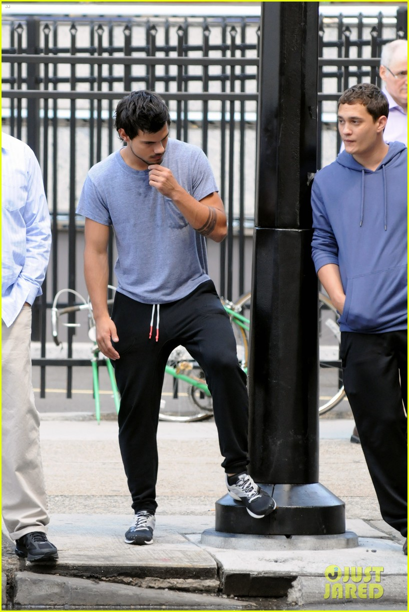 taylor lautner sweats it out for tracers in queens 162894475