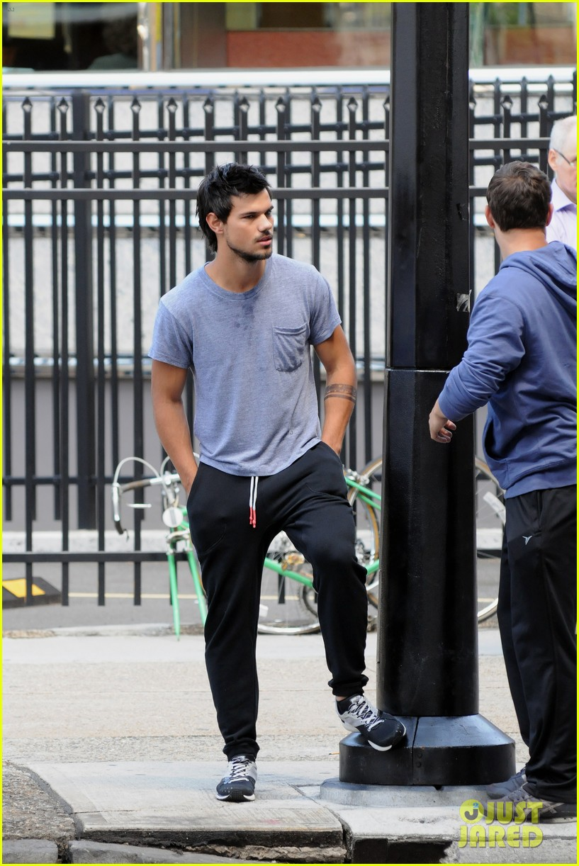 taylor lautner sweats it out for tracers in queens 172894476