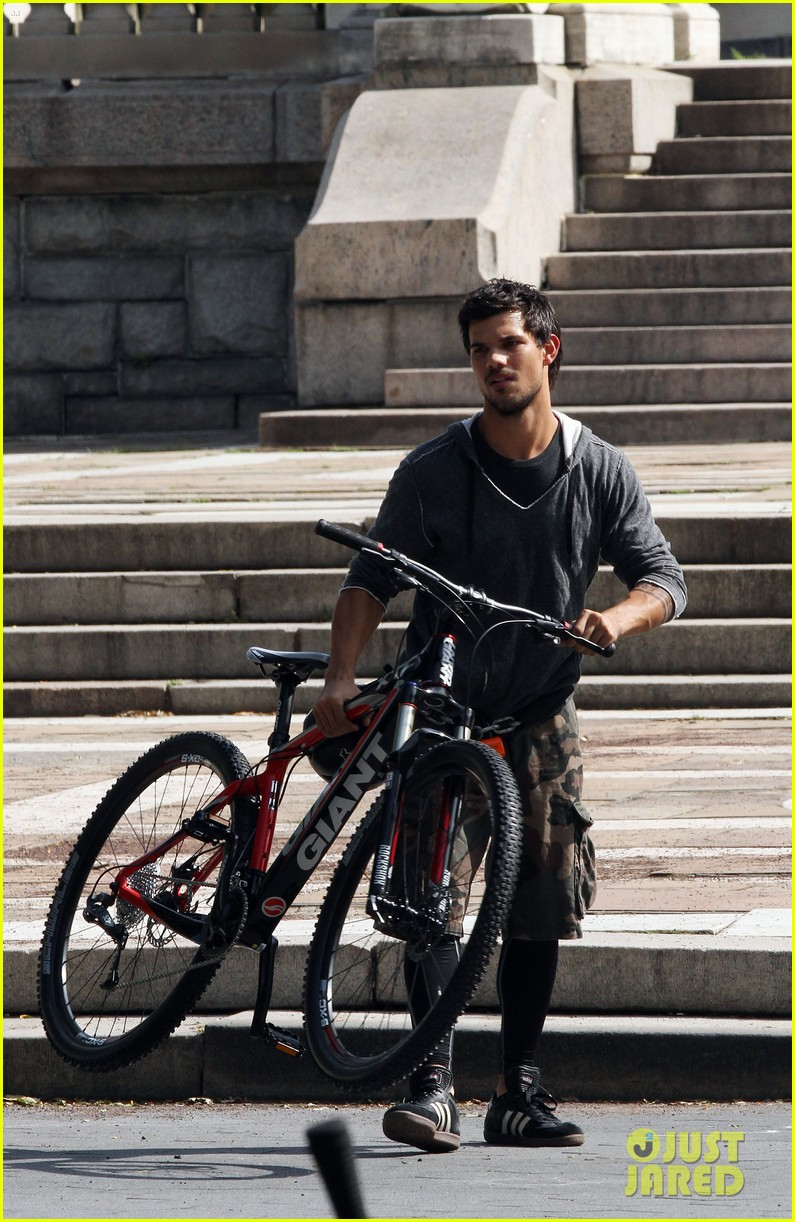 taylor lautner tracers shirt lift 23