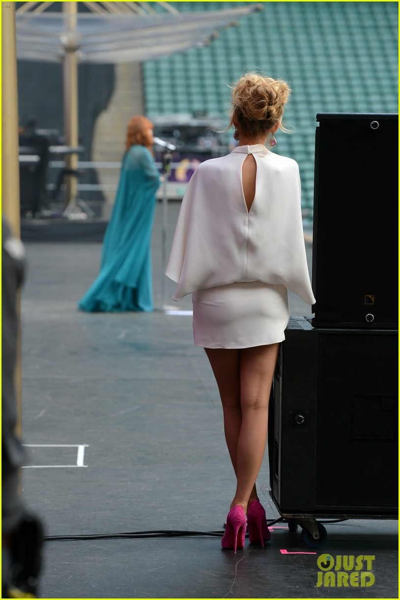blake lively florence welch chime for change concert 032882066