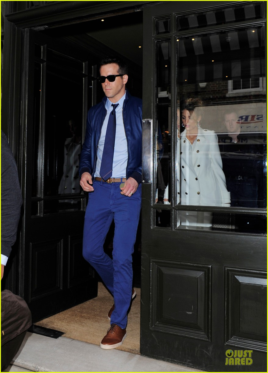 blake lively ryan reynolds stylish london hotel exit 01