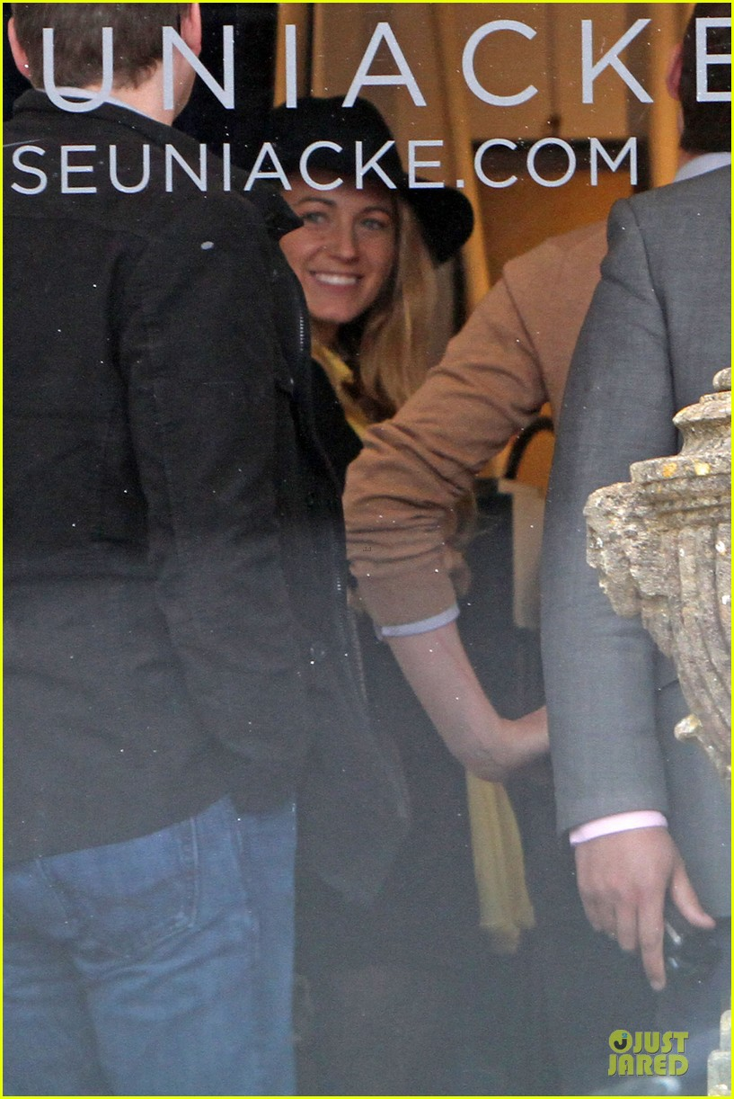 blake lively ryan reynolds stylish london hotel exit 042881963