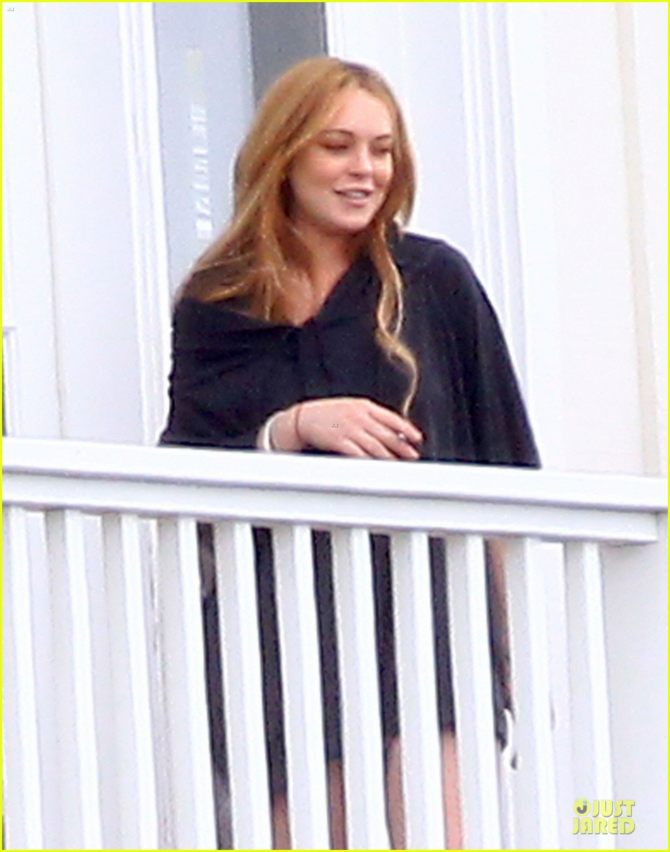 lindsay lohan rehab center bonding with friends 202895859
