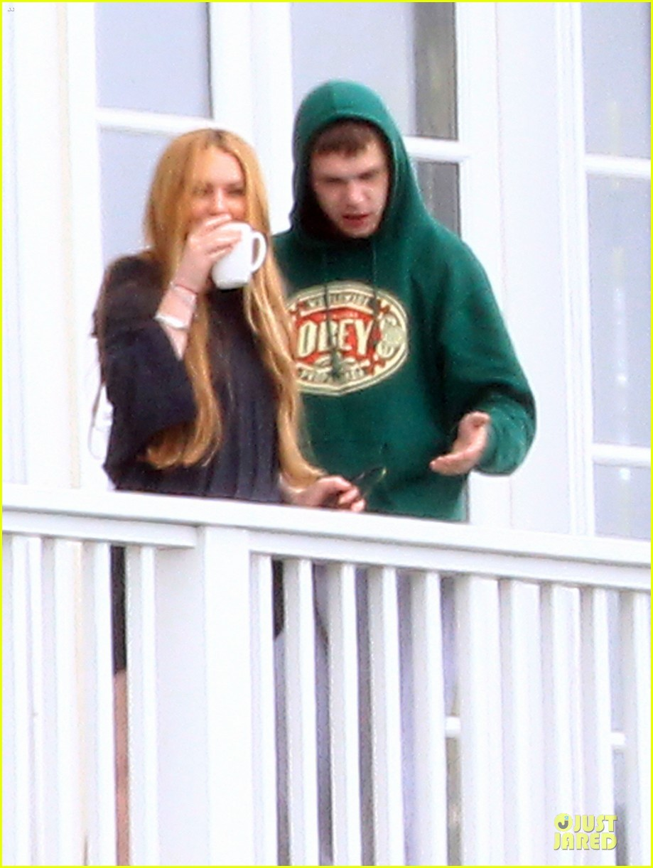 lindsay lohan rehab center bonding with friends 22