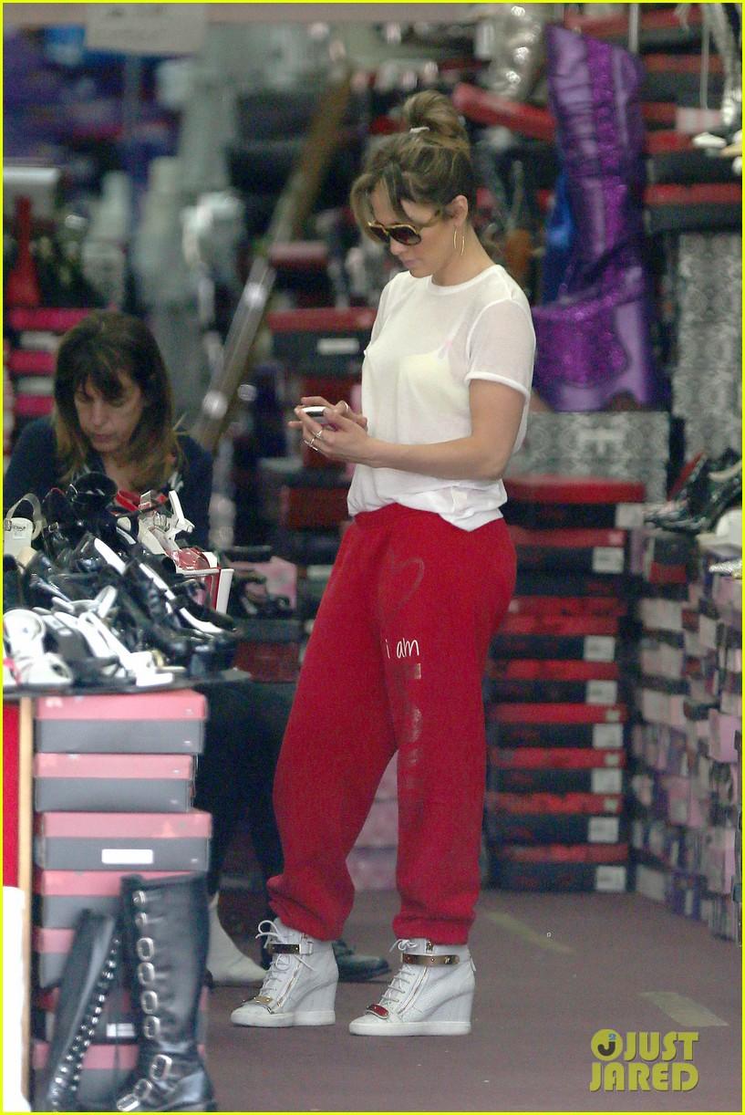 jennifer lopez wears cut out shirt while shopping 152887901
