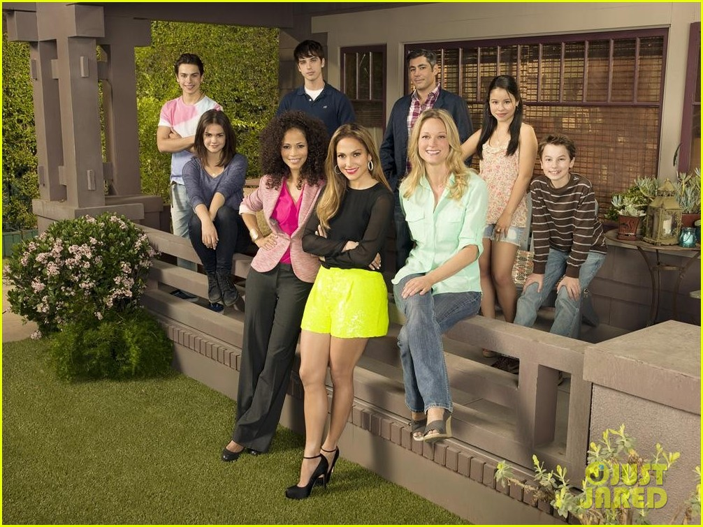 jennifer lopez poses with the fosters cast for promo pic 022886753