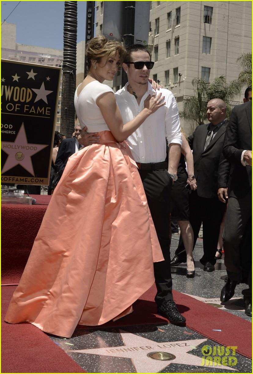 jennifer lopez receives star on hollywood walk of fame 012895184