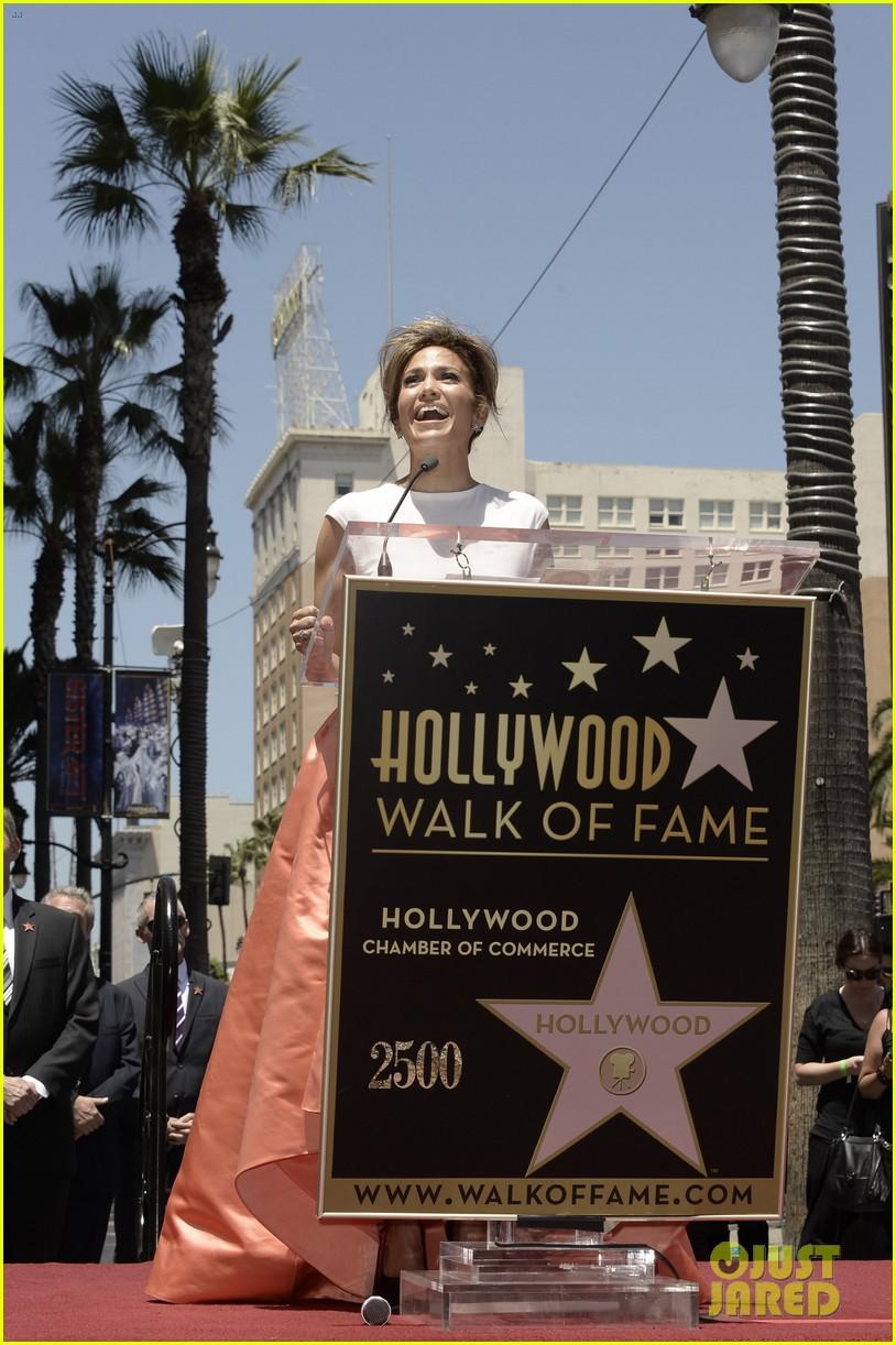 jennifer lopez receives star on hollywood walk of fame 082895191