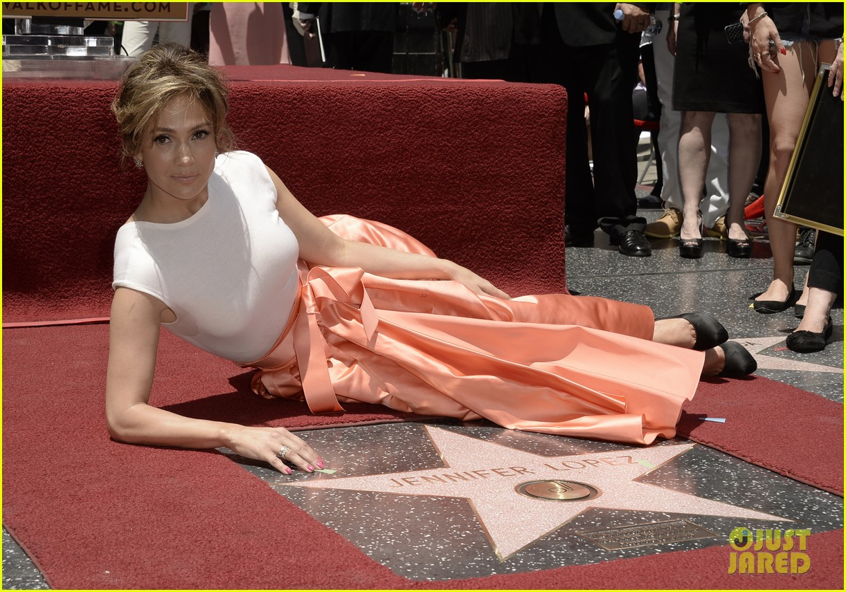 jennifer lopez receives star on hollywood walk of fame 092895192