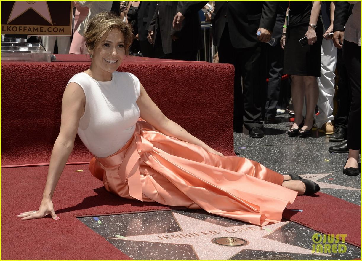 jennifer lopez receives star on hollywood walk of fame 102895193