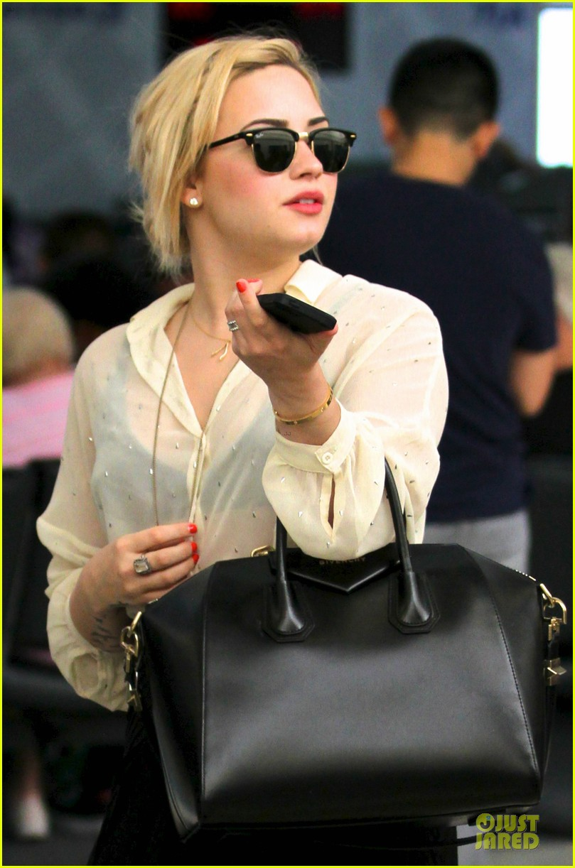 demi lovato sheer lax arrival after fathers death 032899066