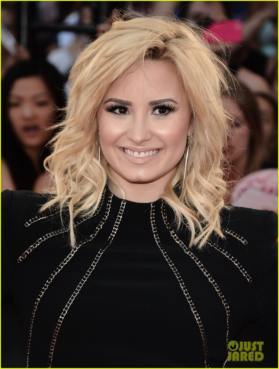 demi lovato mmvas red carpet 03