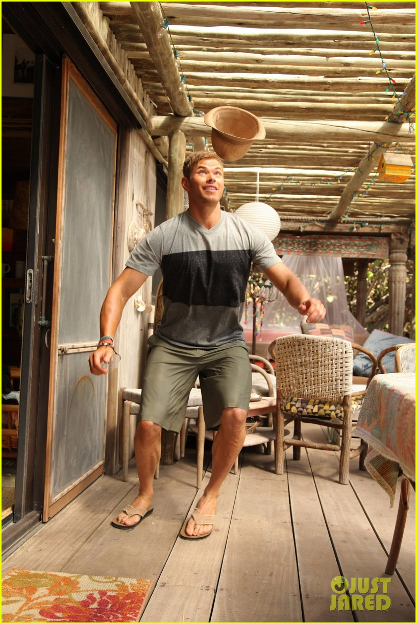 shirtless kellan lutz op summer 2013 images with katrina bowden 162898901