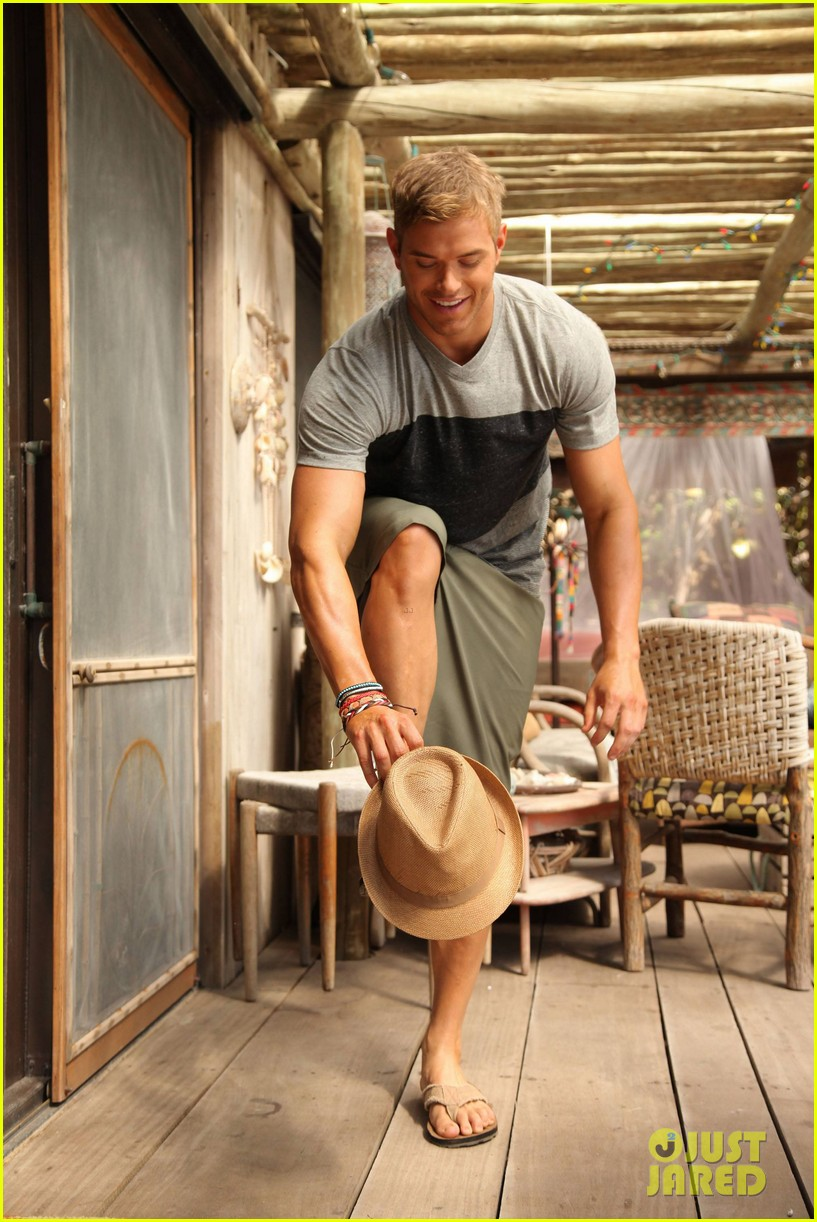 shirtless kellan lutz op summer 2013 images with katrina bowden 17
