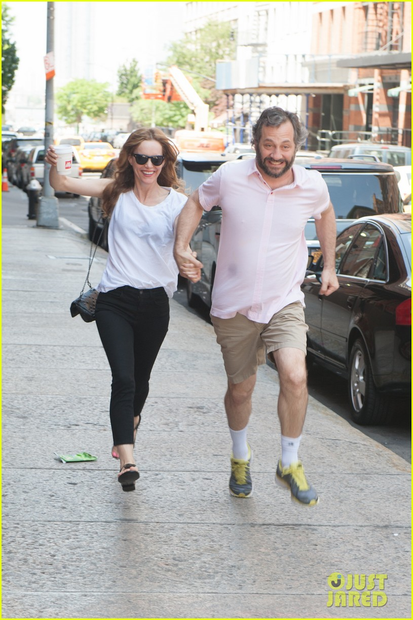 leslie mann judd apatow get silly in new york city 04