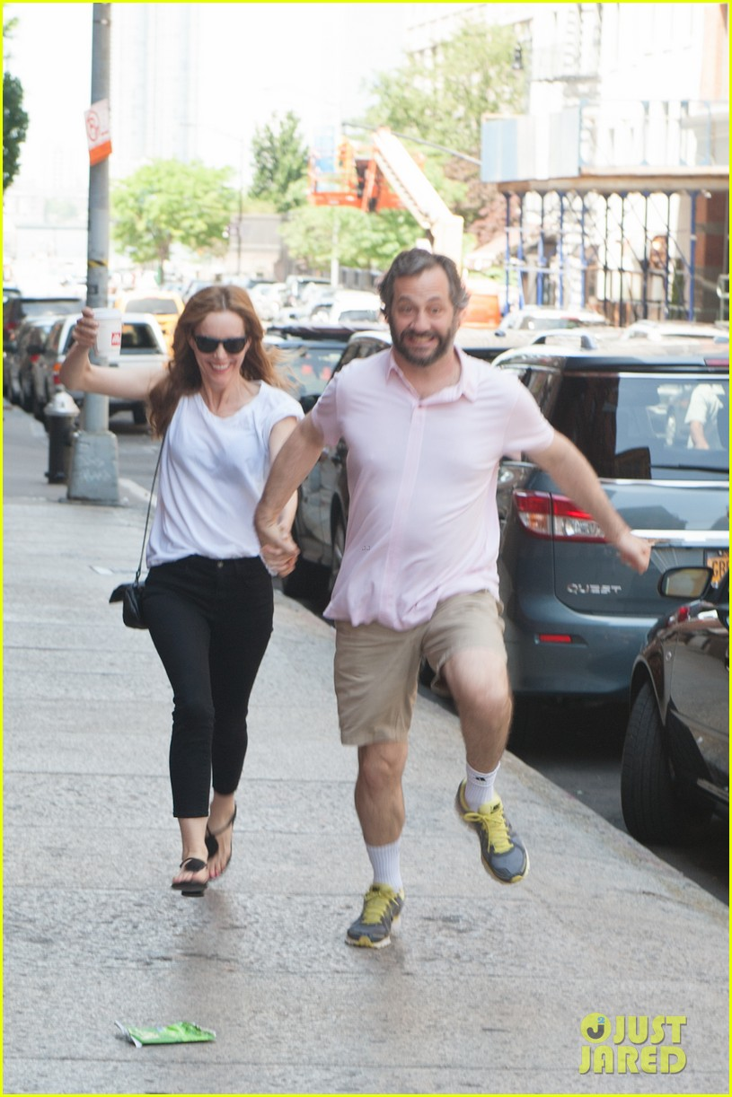 leslie mann judd apatow get silly in new york city 10