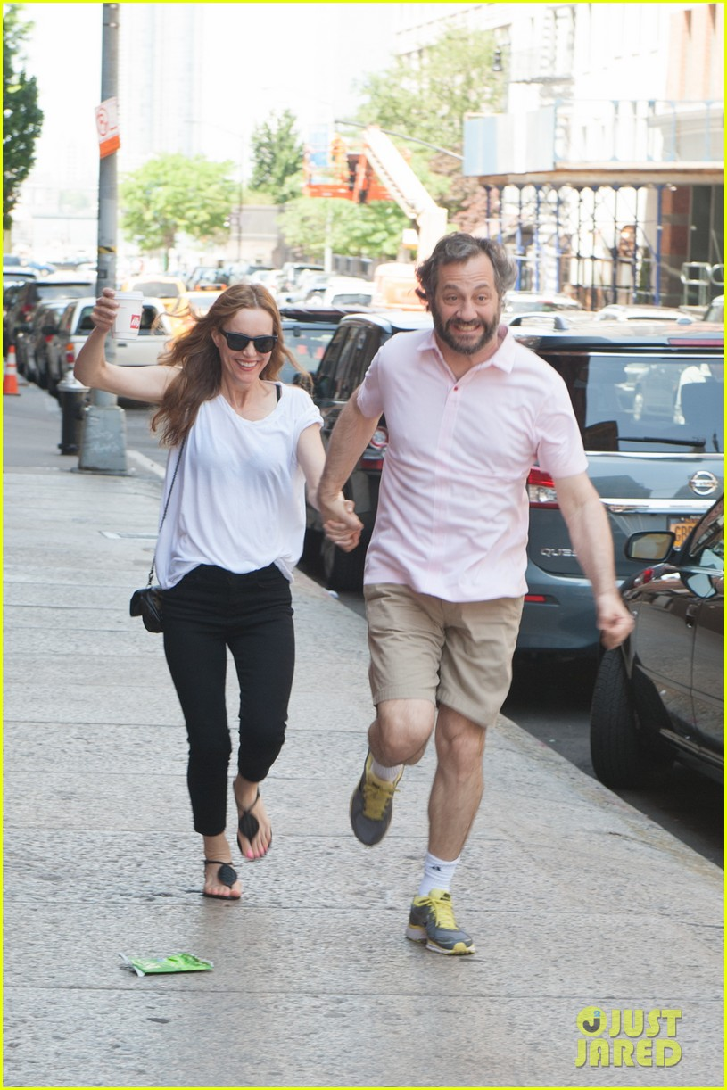 leslie mann judd apatow get silly in new york city 112897438