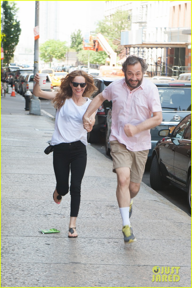 leslie mann judd apatow get silly in new york city 12