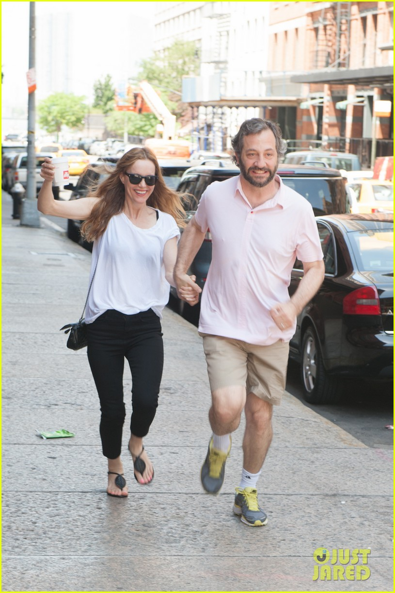 leslie mann judd apatow get silly in new york city 132897440