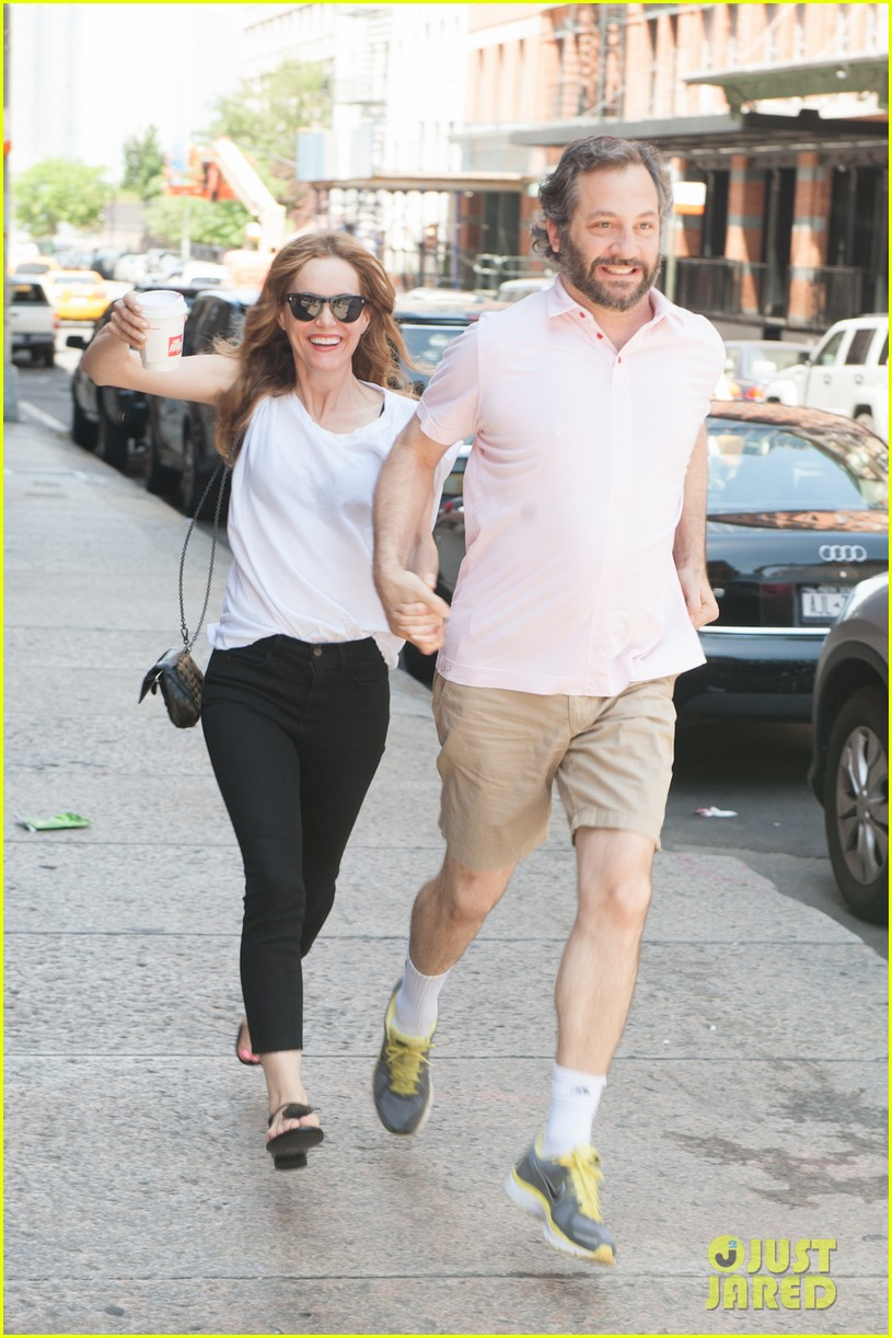 leslie mann judd apatow get silly in new york city 152897442