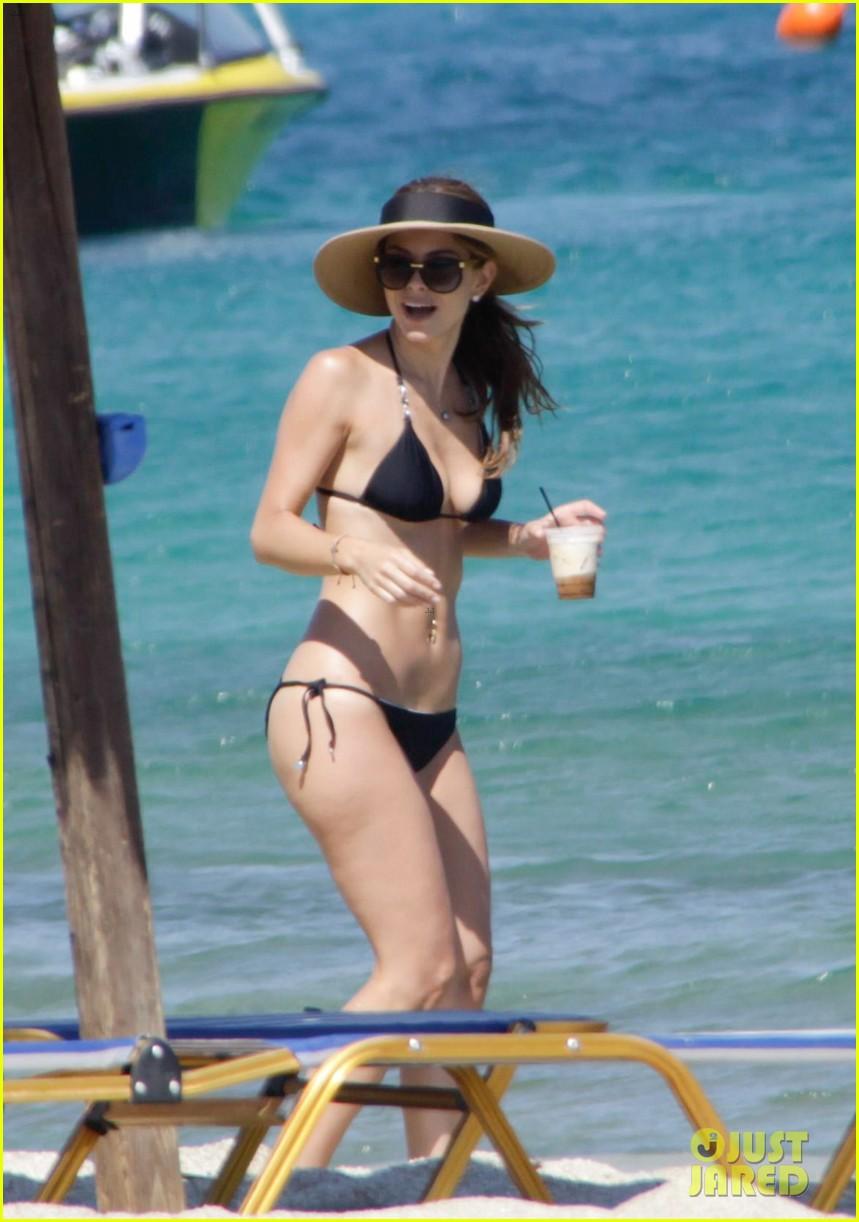 maria menounos flaunts bikini bod for womens health 072896661