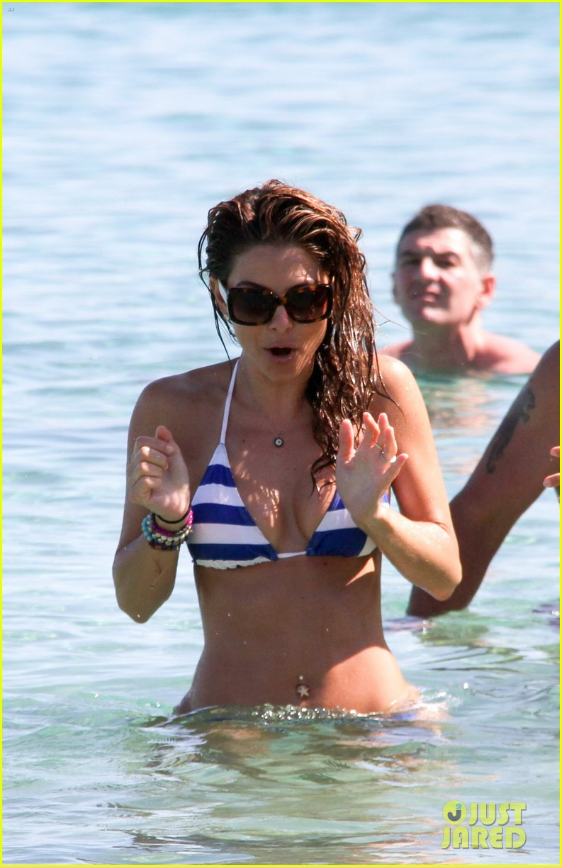 maria menounos flaunts bikini bod for womens health 19