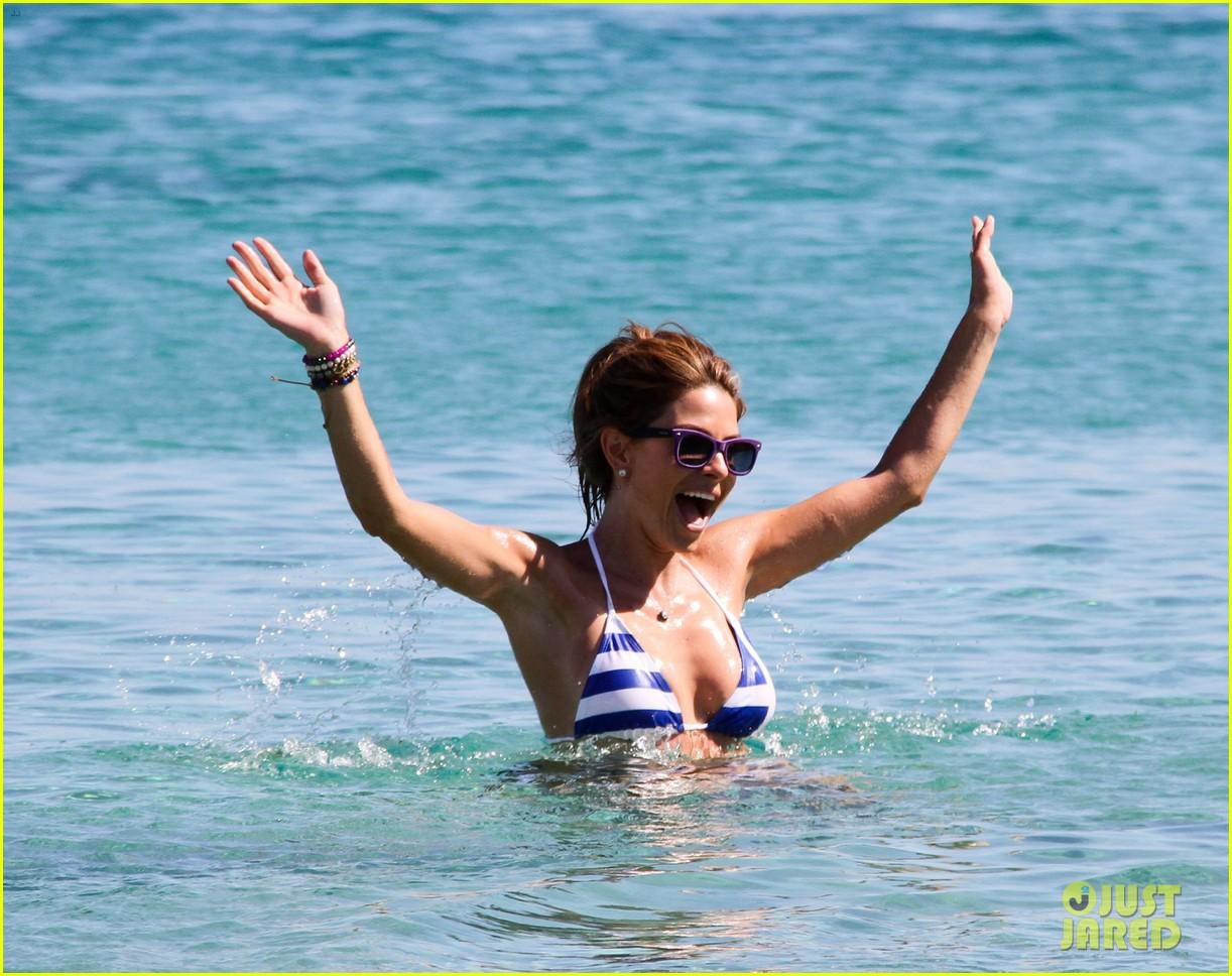 maria menounos flaunts bikini bod for womens health 202896674