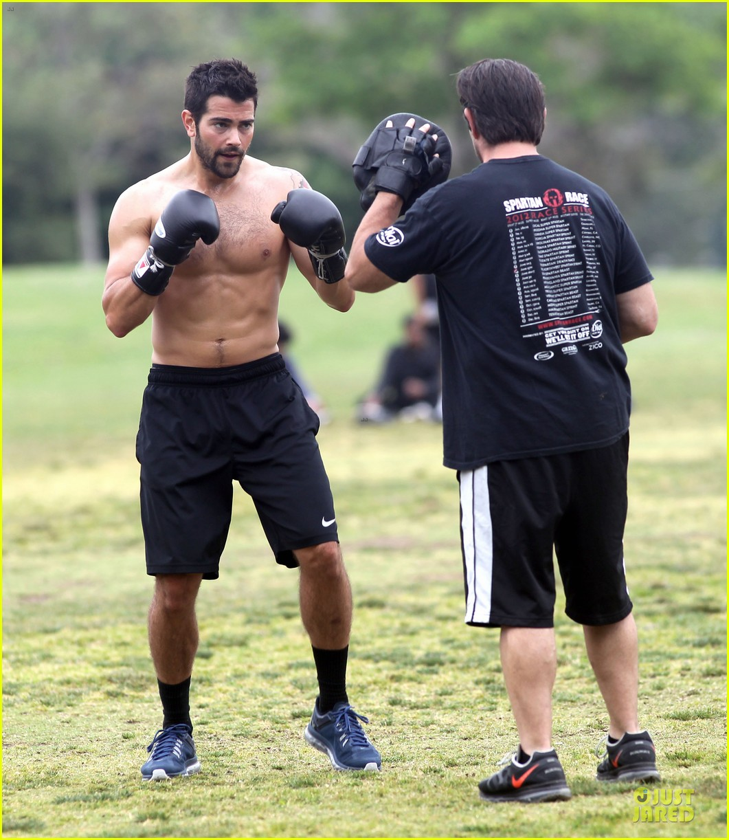 jesse metcalfe shirtless park workout 012886972