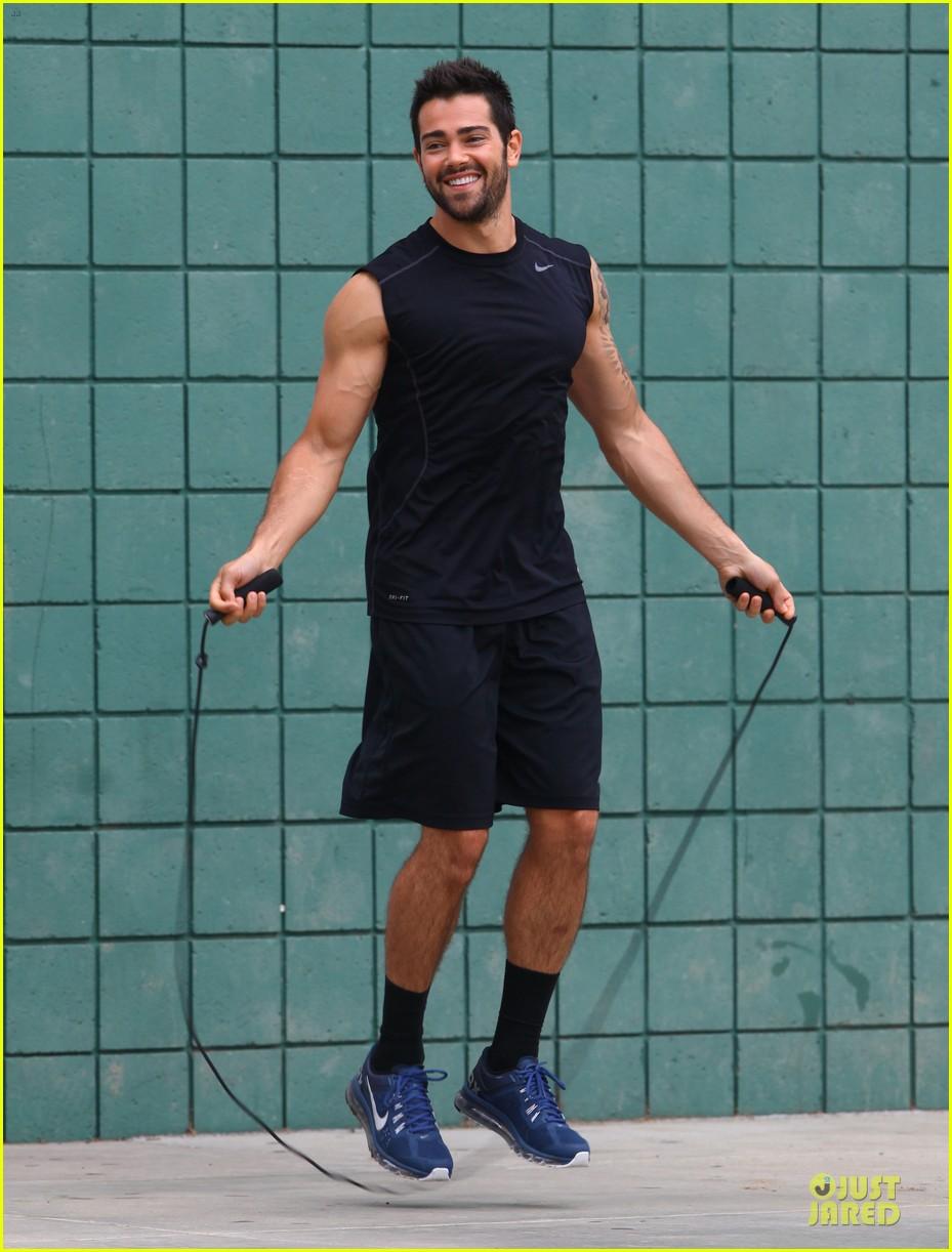 jesse metcalfe shirtless park workout 072886978