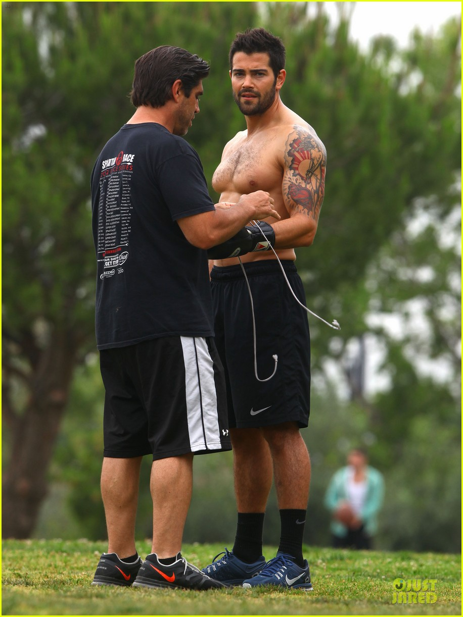 jesse metcalfe shirtless park workout 14