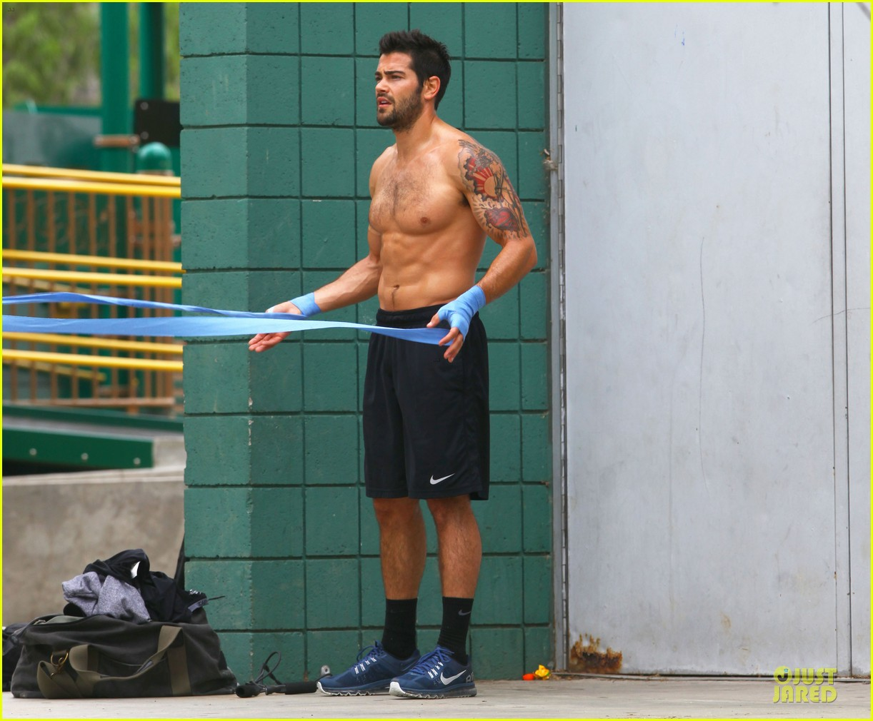 jesse metcalfe shirtless park workout 202886991