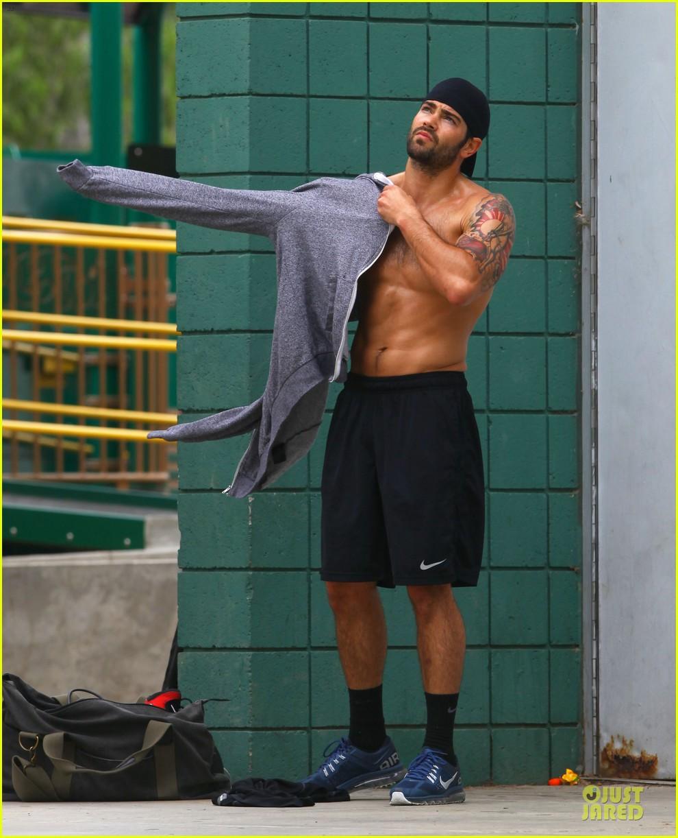 jesse metcalfe shirtless park workout 212886992