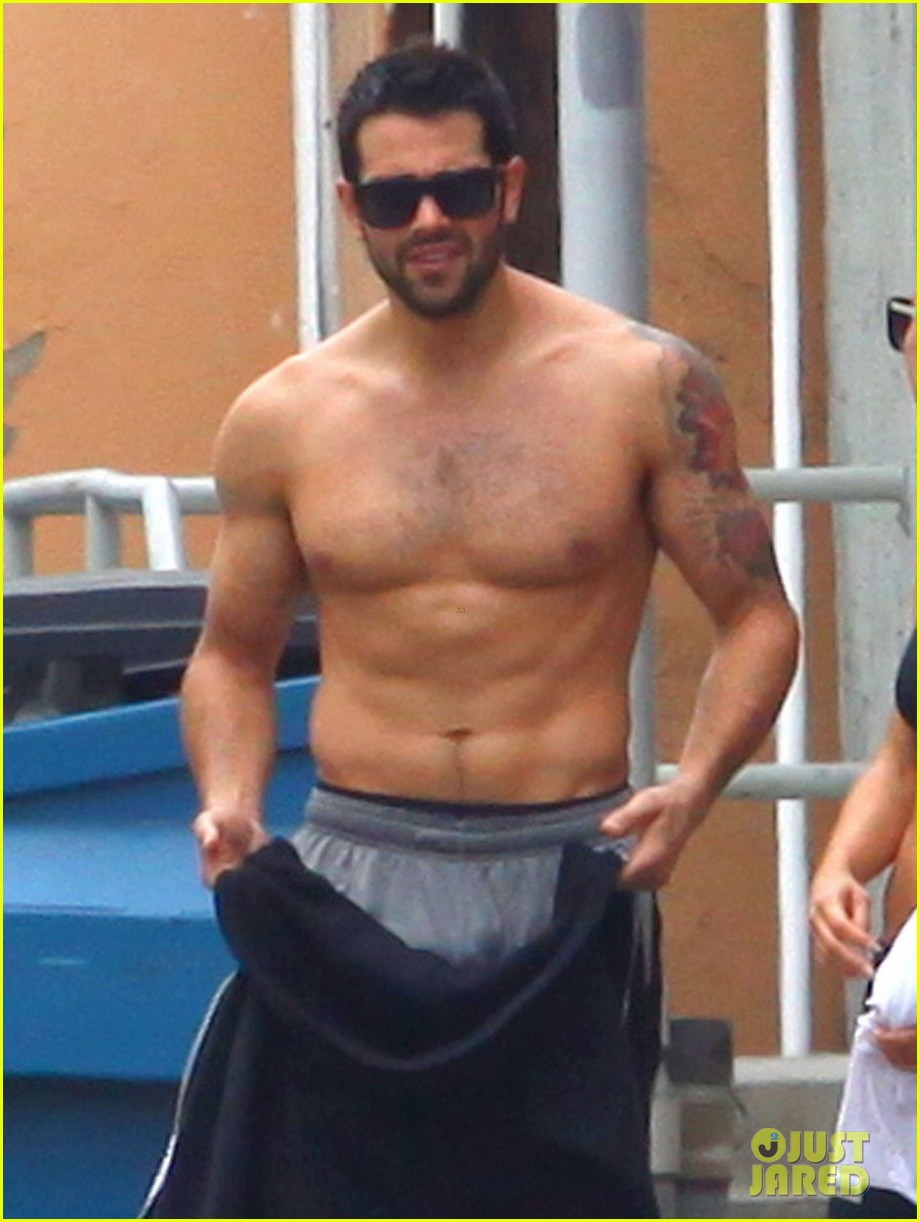 Jesse Metcalfe: Shirtless Ab Show with Cara Santana!: Photo