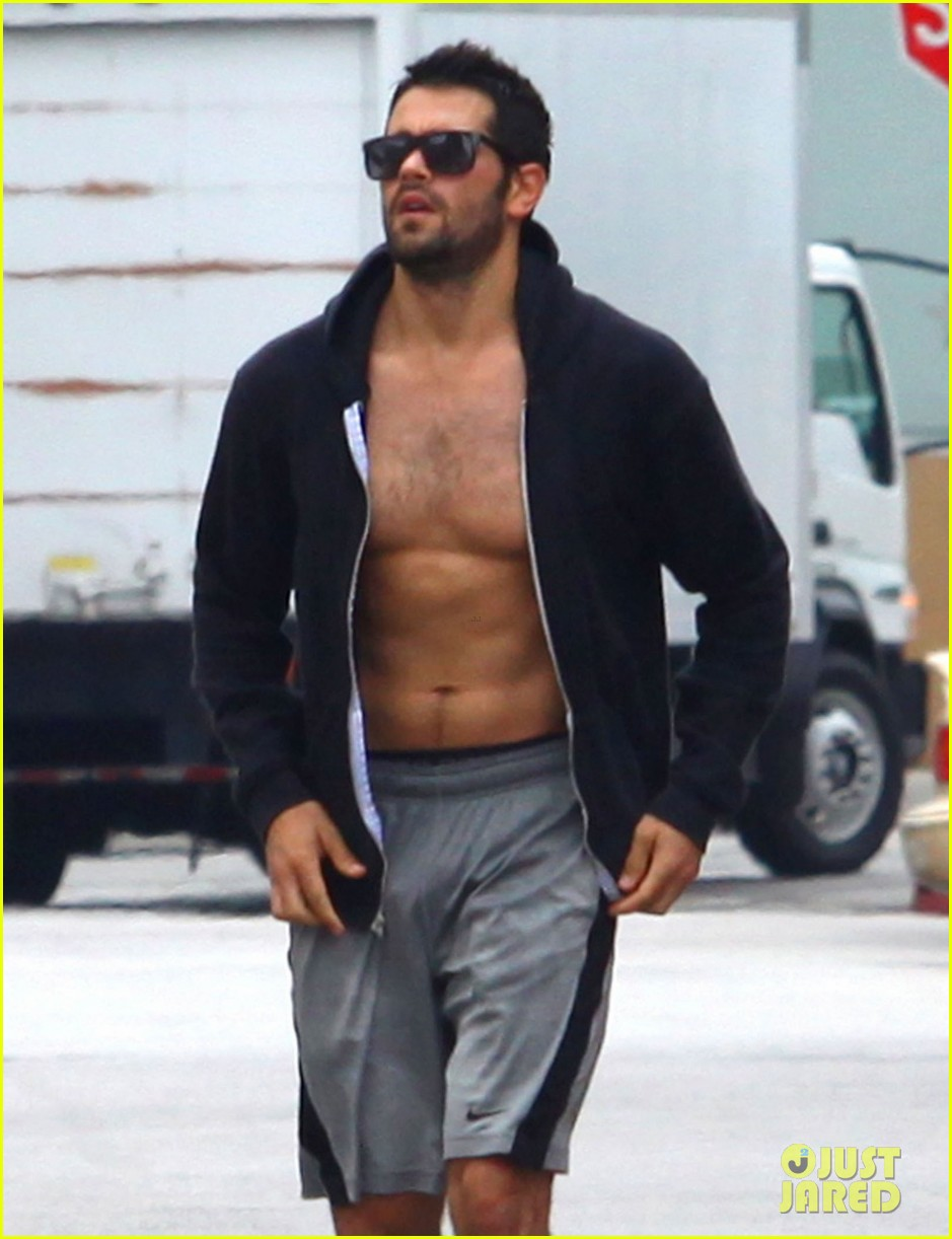 jesse metcalfe shirtless ab show after gym 042884869
