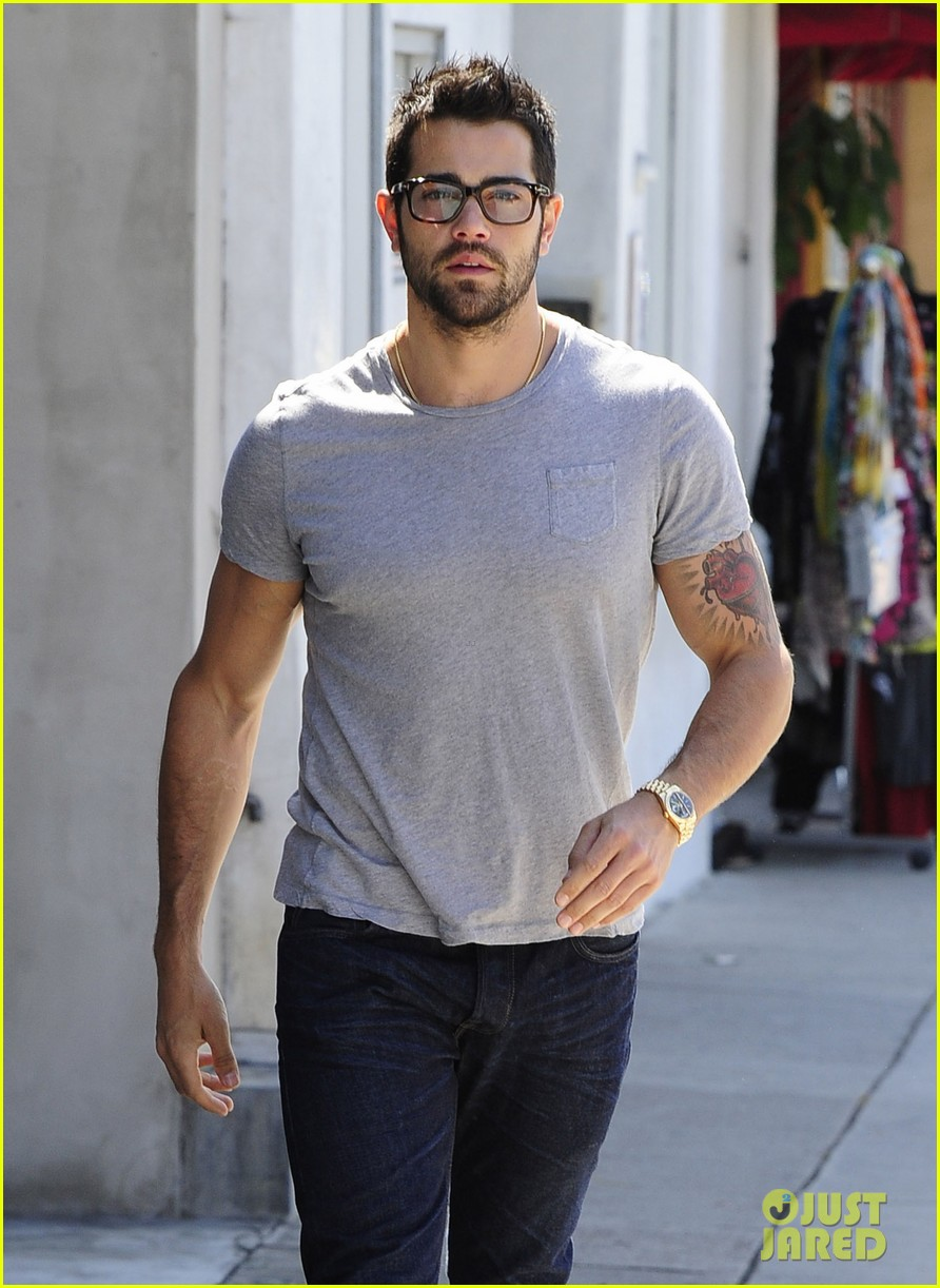 jesse metcalfe shirtless ab show after gym 06