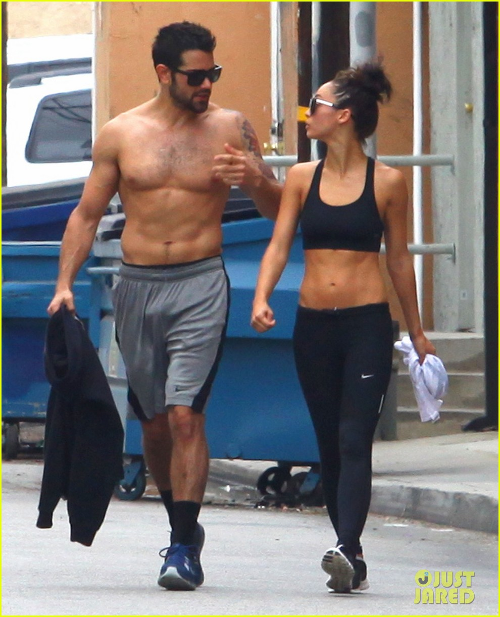 jesse metcalfe shirtless ab show after gym 11
