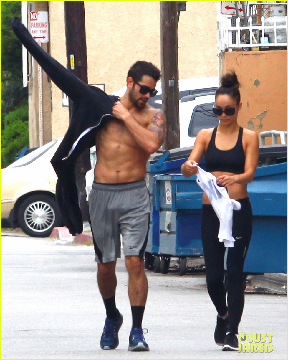jesse metcalfe shirtless ab show after gym 162884881