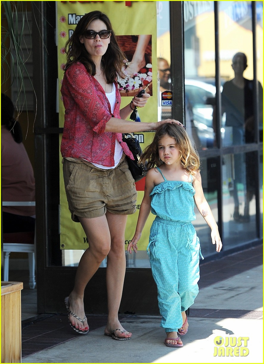 michelle monaghan visits the nail salon with willow 012896886