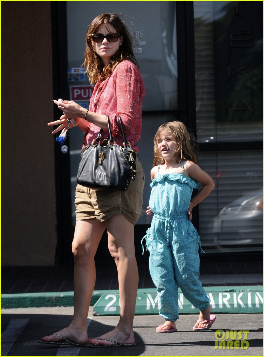 michelle monaghan visits the nail salon with willow 032896888