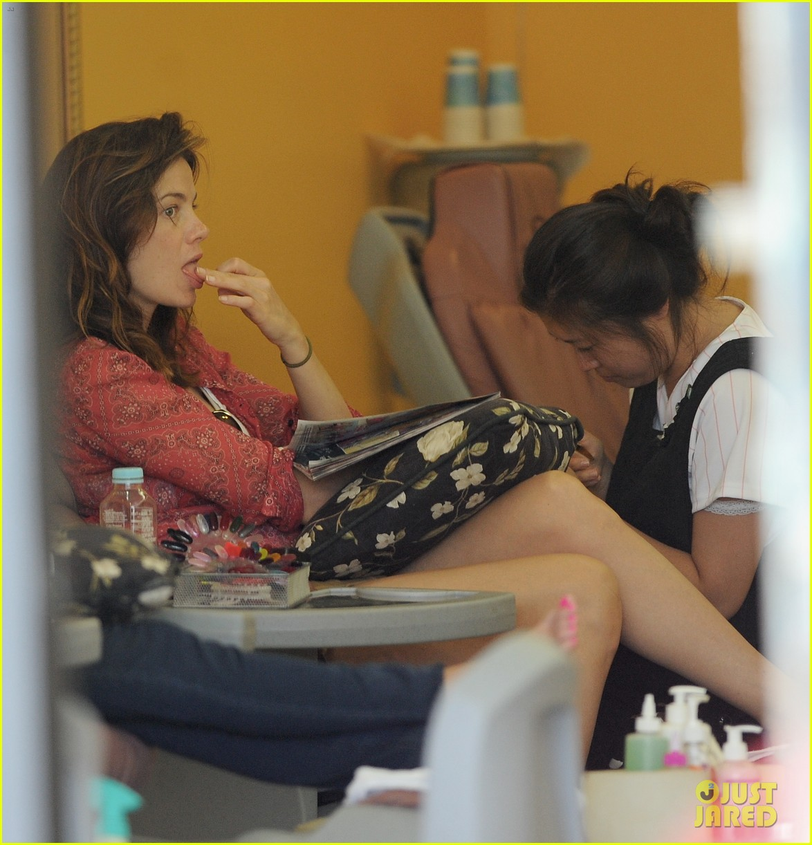 michelle monaghan visits the nail salon with willow 082896893