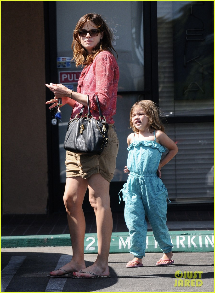michelle monaghan visits the nail salon with willow 102896895