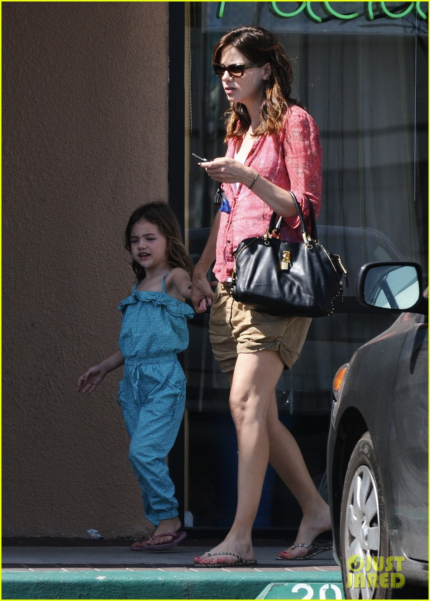 michelle monaghan visits the nail salon with willow 16